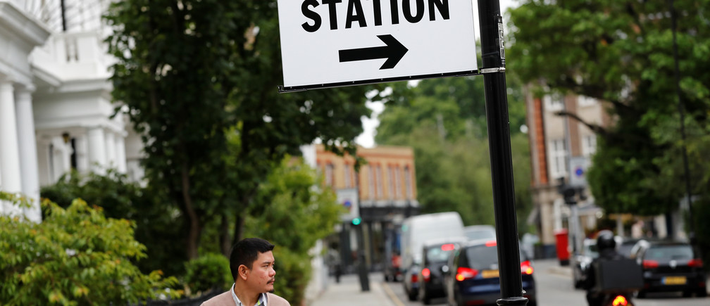 A sign marking a polling station is seen in Kensington, London, Britain June 8, 2017. REUTERS/Stefan Wermuth - RC12D58C7530