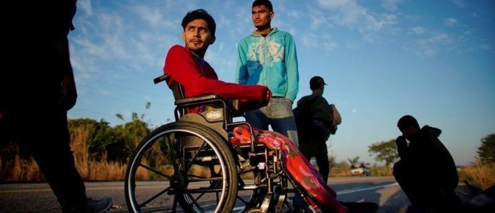 Paraplegic migrant Jose Serrano, from Honduras, rests beside his friend Jerian, during their journey towards the United States, in Niltepec, Mexico, January 22, 2019. REUTERS/Alexandre Meneghini      TPX IMAGES OF THE DAY - RC116D24D950