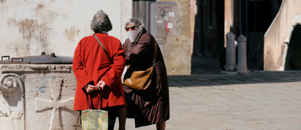 Women wearing masks in a square of Venice on Palm Sunday, following the coronavirus disease (COVID-19) outbreak  in Venice, Italy, April 5, 2020. REUTERS/Manuel Silvestri - RC2BYF91T8FG