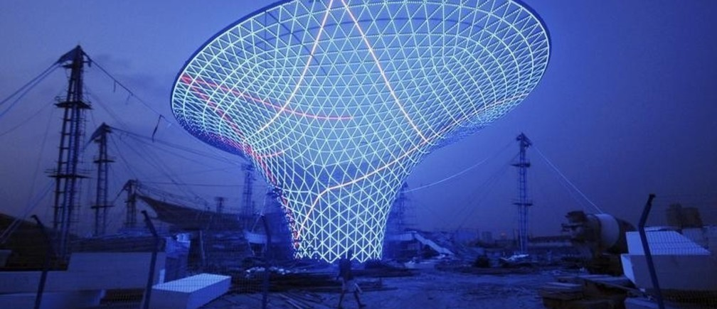 """A view shows a lighting test at the """"Sun Valley"""" at the 2010 World Expo site in Shanghai, August 17, 2009. The Shanghai Expo, with the theme of """"Better City, Better Life"""", is scheduled to be held from May 1 to October 31, 2010. So far, 191 nations and 48 international organizations have officially confirmed their participation in the Expo, according to Xinhua News Agency. Picture taken August 17, 2009. REUTERS/China Daily (CHINA ANNIVERSARY SCI TECH IMAGES OF THE DAY) CHINA OUT. NO COMMERCIAL OR EDITORIAL SALES IN CHINA - RTR26U00"""