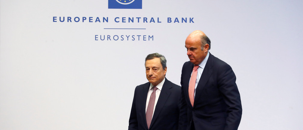 European Central Bank (ECB) President Mario Draghi and Vice-President Luis de Guindos leave a news conference at the ECB headquarters in Frankfurt, Germany, July 25, 2019. REUTERS/Ralph Orlowski - RC122CC22660