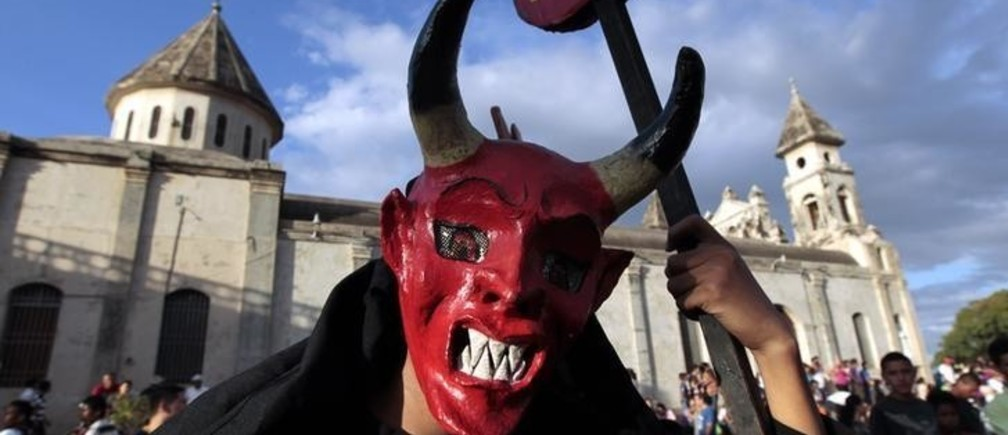 A dancer wearing a devil mask takes part in the IX International Festival of Poetry in Granada city, about 45 km (28 miles) south of Managua, February 20, 2013. About 300  poets from around the world along with Nicaraguans participated in the IX international poetry festival dedicated to Nicaraguan poet Ernesto Cardenal who won the Queen Sofia Prize of 2012. REUTERS/Oswaldo Rivas (NICARAGUA - Tags: SOCIETY TPX IMAGES OF THE DAY)