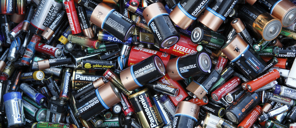 Batteries sit in a collection box at a recycling centre in London December 8, 2009.  REUTERS/Kevin Coombs  (BRITAIN) - LF1E5C90Z9H01
