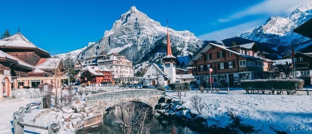 Un límite glacial ha retrocedido, lo que significa que un restaurante que antes estaba en Italia ahora está técnicamente en Suiza.