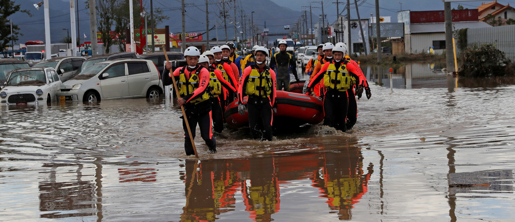 Rescue workers search a flooded area in the aftermath of Typhoon Hagibis, which caused severe floods at the Chikuma River in Nagano Prefecture, Japan, October 14, 2019. REUTERS/Kim Kyung-Hoon - RC18E0EADB00
