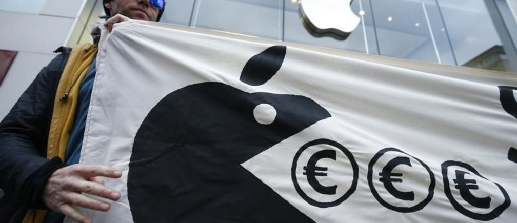 Activist from the anti-globalisation organisation Attac attends a protest against alleged tax evasion by Apple company in front of an Apple store in Frankfurt, Germany, March 10, 2018. REUTERS/Ralph Orlowski - UP1EE3A111987