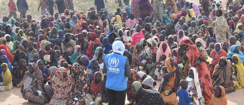 Refugiados sundaneses recién llegados al sitio de Hileta.
