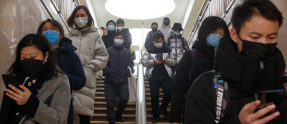 People wear face masks as they change subway lines in Beijing as the country is hit by an outbreak of the novel coronavirus, China, March 10, 2020. REUTERS/Thomas Peter - RC2SGF9RTXPB