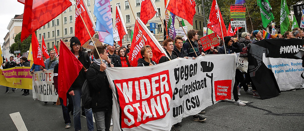 People marching against populism, the trend towards the political right and the use of hate language during a demonstration in Munich, Germany, October 3, 2018. Picture taken October 3, 2018.  REUTERS/Michael Dalder - RC17CBBFC880