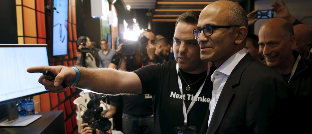 Satya Nadella (R), CEO of Microsoft, is shown around at an expo of innovations in technology before speaking at an event marking the 25th anniversary of Microsoft's research and development center in Israel, in Tel Aviv February 25, 2016. REUTERS/Baz Ratner - GF10000323013