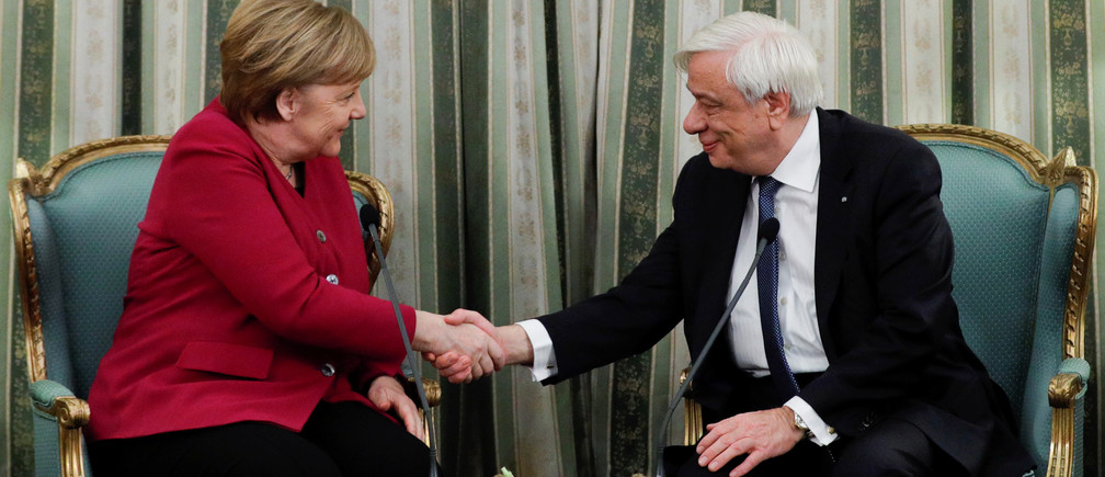 Greek President Prokopis Pavlopoulos and German Chancellor Angela Merkel shake hands during a meeting at the Presidential Palace in Athens, Greece, January 11, 2019. REUTERS/Alkis Konstantinidis - RC1F6E33CB50