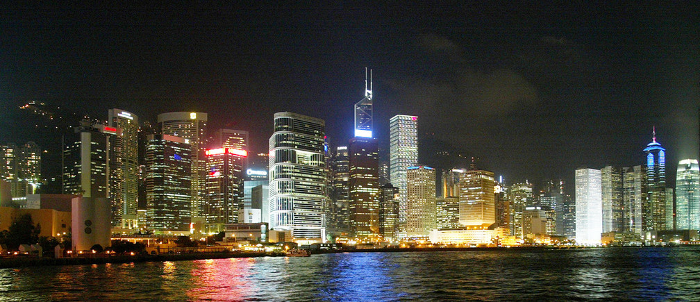 An evening skyline of Hong Kong island. Picture taken September 19,2002. REUTERS/Bobby YipBY/JS - RP3DRIEHWKAA