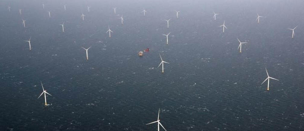 A view of Statoil's Dudgeon offshore wind farm near Great Yarmouth, Britain November 22, 2017. REUTERS/Darren Staples - RC1B09971650
