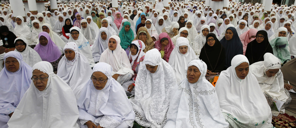 Acehnese women attend a mass prayer for the 2004 tsunami victims at Baiturrahman Grand Mosque in Banda Aceh, December 25, 2014. Thousands of Indonesians gathered on Thursday to pray at the mosque that was one of the few buildings left standing in Banda Aceh, the city flattened by the Boxing Day tsunami that killed at least 226,000 people 10 years ago. REUTERS/Beawiharta (INDONESIA - Tags: DISASTER ENVIRONMENT RELIGION ANNIVERSARY) - GM1EACQ00M101