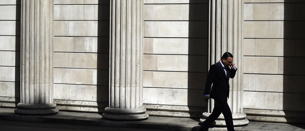A man speaks on his phone outside the Bank of England in London, Britain July 5, 2016. REUTERS/Dylan Martinez/File Photo - RTSHW44