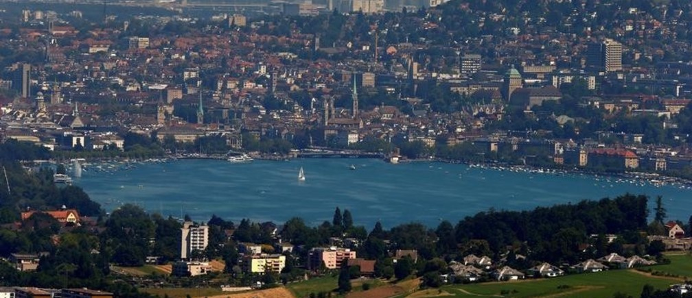 General view of the city of Zurich and Lake Zurich, Switzerland July 20, 2016.     REUTERS/Arnd Wiegmann  - D1BETTDJCJAA