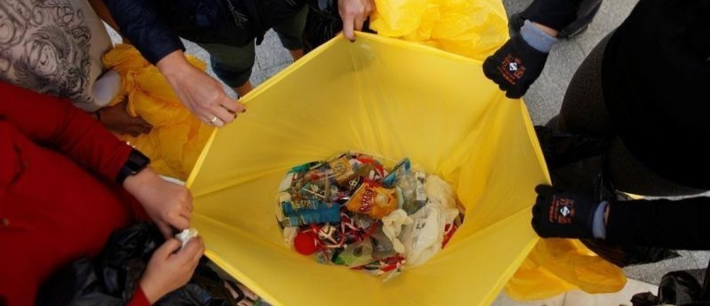 Volunteers show the plastics, after a garbage collection, ahead of World Environment Day on La Costilla Beach, on the coast of the Atlantic Ocean in Rota, Spain June 2, 2018. REUTERS/Jon Nazca - RC1FD6A855F0