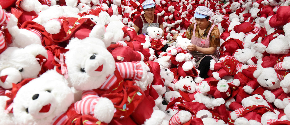 Workers make stuffed toys for export inside a factory in Linyi, Shandong province, China June 26, 2018. REUTERS/Stringer ATTENTION EDITORS - THIS IMAGE WAS PROVIDED BY A THIRD PARTY. CHINA OUT.     TPX IMAGES OF THE DAY - RC1122D32660