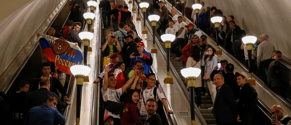 Soccers fans are seen at the escalator at a subway station on the first day of the 2018 FIFA World Cup in Moscow, Russia, June 14, 2018. REUTERS/Gleb Garanich - RC11BB740260