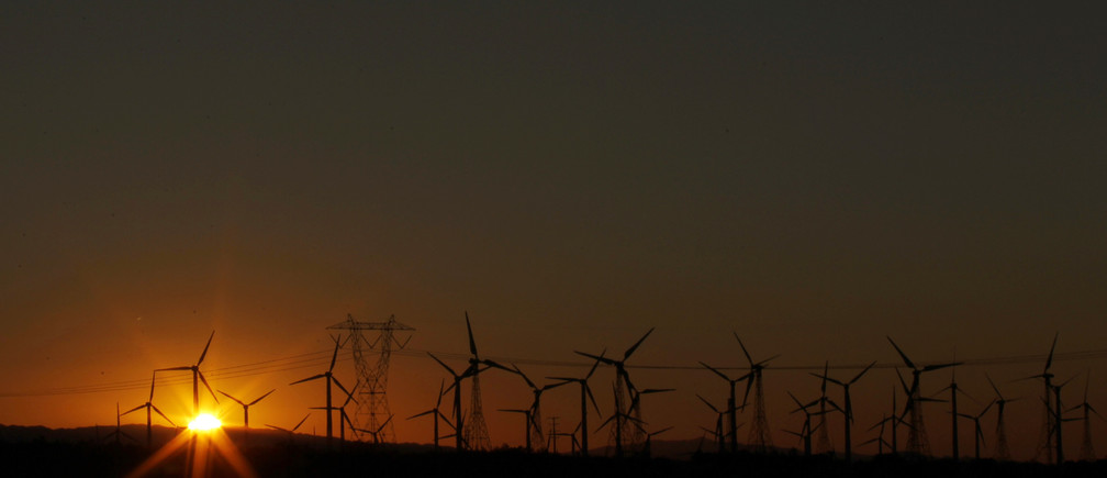 The sun rises behind windmills at a wind farm in Palm Springs, California, February 9, 2011. REUTERS/Lucy Nicholson (UNITED STATES - Tags: BUSINESS ENVIRONMENT ENERGY) - GM1E72A069Y01