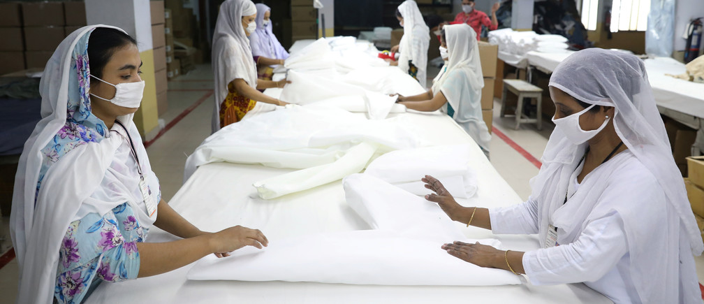 Bangladeshi garment workers make protective suit at a factory amid concerns over the spread of the coronavirus disease (COVID-19) in Dhaka, Bangladesh, March 31, 2020. REUTERS/Mohammad Ponir Hossain - RC21VF95QG3M