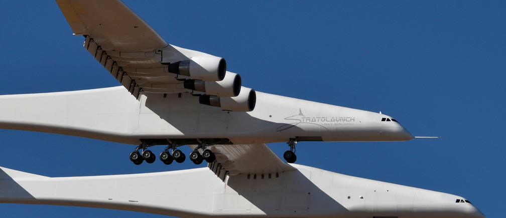 The world's largest airplane, built by the late Paul Allen's company Stratolaunch Systems, makes its first test flight in Mojave, California, U.S. April 13, 2019.  REUTERS/Gene Blevins - RC1A041F6C50
