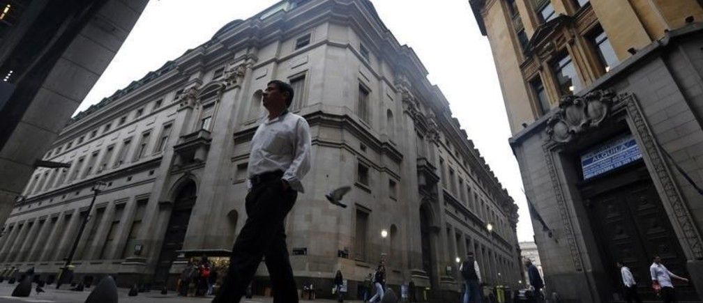A man walks in Buenos Aires' financial district early August 1, 2014. Argentina's Cabinet chief Jorge Capitanich said on Friday the government held no positive expectations for a court hearing in New York later in the day that will discuss the South American country's debt default. The default occurred after Latin America's No. 3 economy failed to reach a deal with holdout investors suing it for full repayment on bonds they bought at a steep discount following the country's previous default in 2002 on $100 billion of debt. REUTERS/Marcos Brindicci (ARGENTINA - Tags: BUSINESS POLITICS) - GM1EA811PRK01