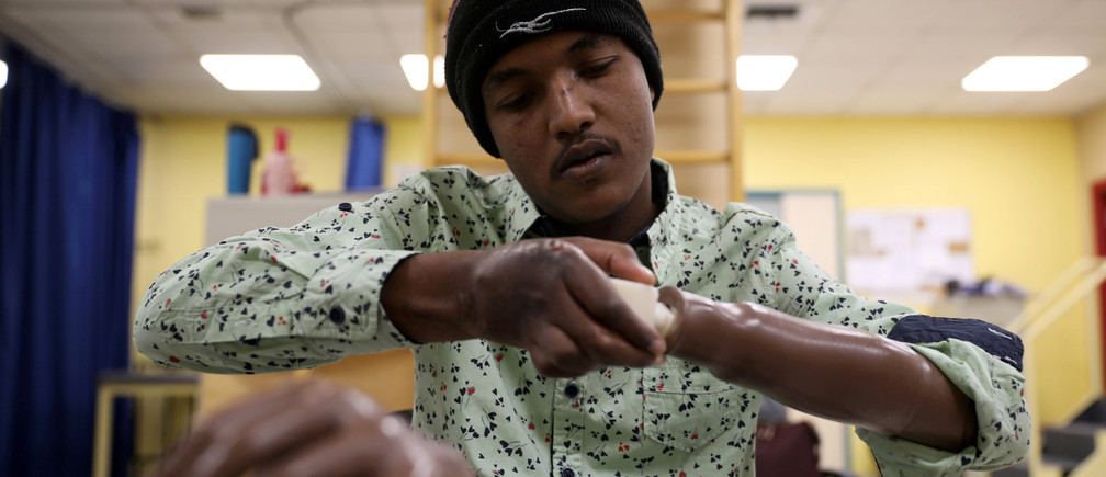 War-wounded Abdullah Ayed, 21 year-old man from Yemen, tries his 3D-printed prosthetic limb at the MSF-run hospital in Amman, Jordan February 27, 2019. Picture taken February 27, 2019. REUTERS/Muhammad Hamed     TPX IMAGES OF THE DAY - RC1A55564500
