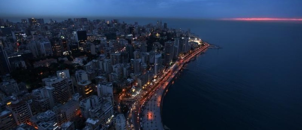 A general view shows Beirut's Corniche, a seaside promenade(R) at sunset in Beirut, Lebanon May 3, 2016. REUTERS/Alia Haju - S1BETBZAFZAA