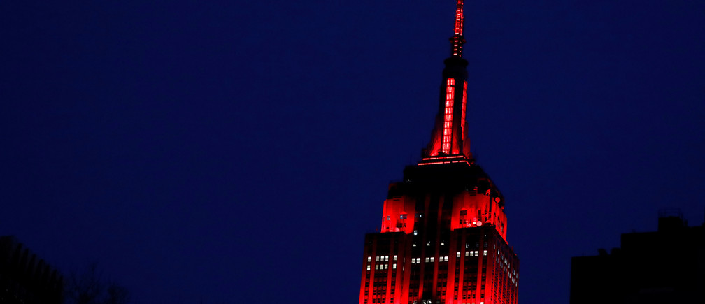 The Empire State Building is lit in red to honor emergency workers during the outbreak of coronavirus disease (COVID-19) in Manhattan, New York City, U.S. April 2, 2020. REUTERS/Andrew Kelly - RC2PWF9RGEXT