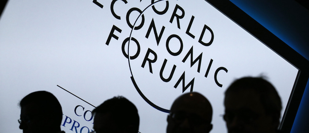 Participants attend a session during the annual World Economic Forum (WEF) meeting in Davos, January 23, 2013. REUTERS/Pascal Lauener (SWITZERLAND - Tags: POLITICS BUSINESS) - GM1E91N1A2I01
