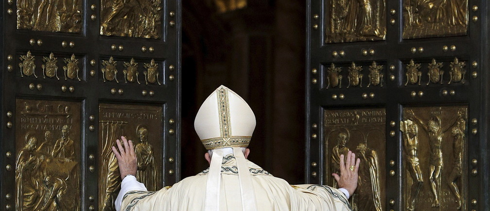Pope Francis opens the Holy Door to mark opening of the Catholic Holy Year, or Jubilee, in St. Peter's basilica, at the Vatican, December 8, 2015. REUTERS/Max Rossi - GF10000258459