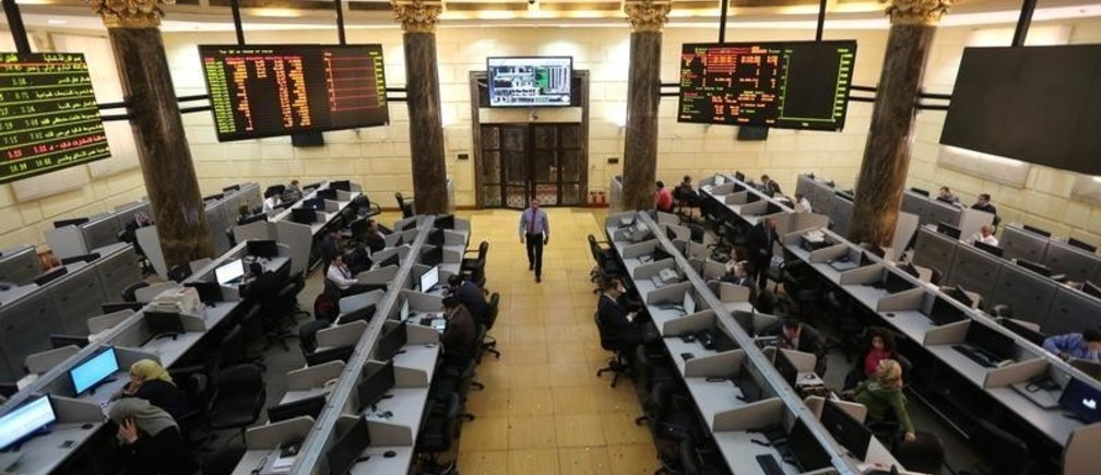 Traders work at the Egyptian stock exchange in Cairo, Egypt, March 8, 2016. Stock markets in the Gulf may firm on Tuesday as investors could be encouraged to enter longer-term positions with further evidence that oil prices may have bottomed. Egypt may be supported by positive earnings from Telecom Egypt. REUTERS/Mohamed Abd El Ghany - RTS9S5T