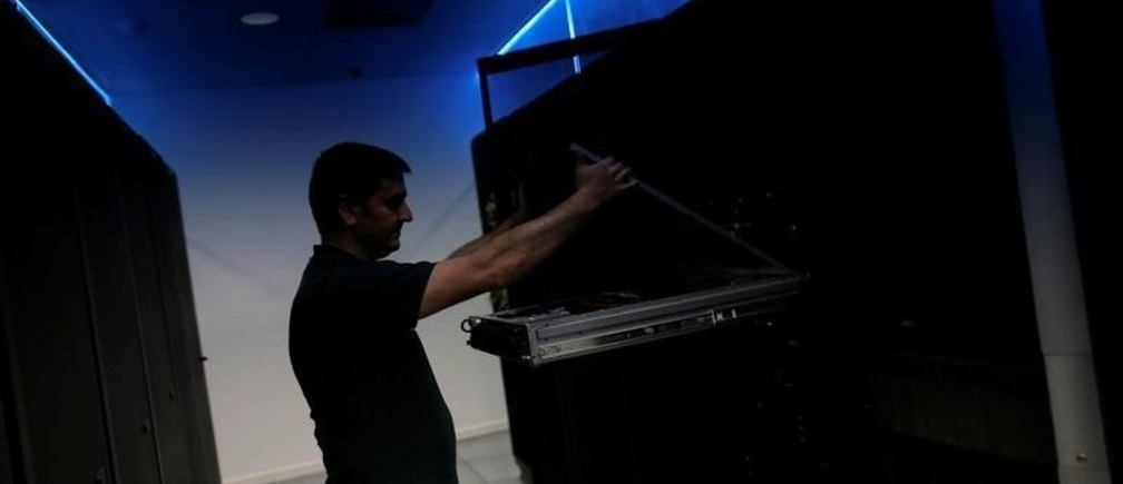 Sergio Iglesias, 38, a data center technician and manager, opens an internet server in preparation to be used inside the data center of the DataRush IT Services company in Malaga, southern Spain May 30, 2018. REUTERS/Jon Nazca - RC1B73F796A0