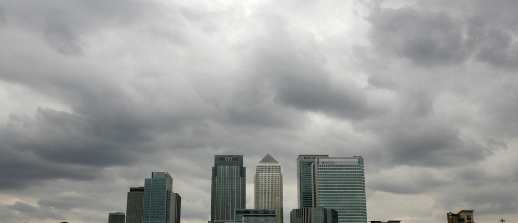 Storm clouds are seen above the Canary Wharf financial district in London, Britain, August 3, 2010.  REUTERS/Greg Bos/File Photo - RTSRXN2