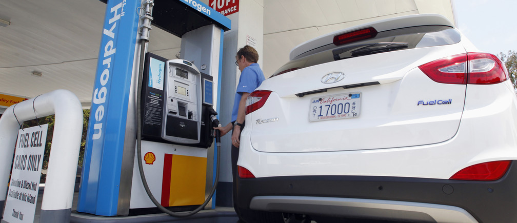 A Hyundai Tucson hydrogen fuel cell electric vehicle (FCEV) is filled at the pump by Derek Joyce in a photo op in Newport Beach, California June 9, 2014.
