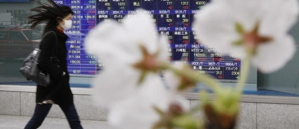 Cherry blossoms bloom in front of a stock quotation board outside a brokerage in Tokyo March 31, 2010. Japan's Nikkei average hit an 18-month intraday high before paring gains on Wednesday, the final day of the financial year, but further gains were expected in the new quarter as a global economic recovery picks up strength.   REUTERS/Kim Kyung-Hoon (JAPAN - Tags: BUSINESS)