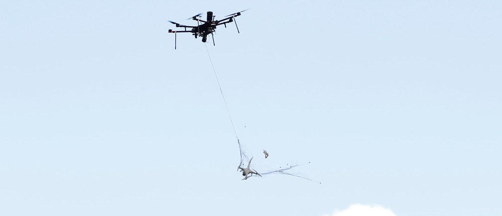 An Airspace Systems Interceptor autonomous aerial drone releases a kevlar net to capture a simulated hostile drone during a product demonstration in Castro Valley, California March 6, 2017.  Picture taken March 6, 2017.     REUTERS/Stephen Lam - RC1483F27760