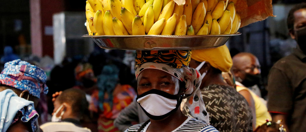 A street vendor wearing a face mask is pictured as the spread of the?coronavirus?disease (COVID-19) continues, in Abidjan, Ivory Coast April 22, 2020. REUTERS/Luc Gnago     TPX IMAGES OF THE DAY - RC2R9G9ZQG9F