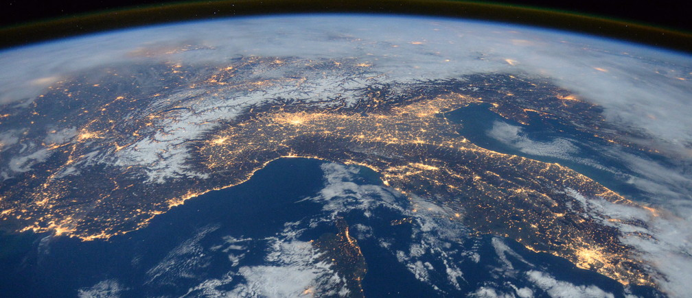 A photo taken by Expedition 46 flight engineer Tim Peake of the European Space Agency (ESA) aboard the International Space Station shows Italy, the Alps, and the Mediterranean on January, 25, 2016.    REUTERS/NASA/Tim Peake/Handout   ATTENTION EDITORS - FOR EDITORIAL USE ONLY. NOT FOR SALE FOR MARKETING OR ADVERTISING CAMPAIGNS. THIS PICTURE WAS PROVIDED BY A THIRD PARTY. REUTERS IS UNABLE TO INDEPENDENTLY VERIFY THE AUTHENTICITY, CONTENT, LOCATION OR DATE OF THIS IMAGE. THIS PICTURE IS DISTRIBUTED EXACTLY AS RECEIVED BY REUTERS, AS A SERVICE TO CLIENTS - TM3EC311KON01