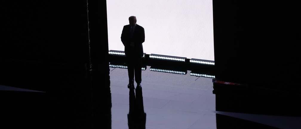 Republican U.S. presidential candidate Donald Trump arrives to introduce his wife Melania at the Republican National Convention in Cleveland, Ohio, U.S. July 18, 2016.    REUTERS/Aaron P. Bernstein   - RTSIMHF