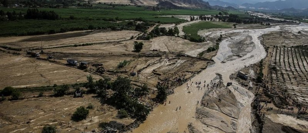 Aerial view from a helicopter as Peru's President Pedro Pablo Kuczynski observes the massive landslide and flood in Trujillo, northern Peru, March 21, 2017. Luis Guillen Presidential Palace/Handout via REUTERS THIS IMAGE HAS BEEN SUPPLIED BY A THIRD PARTY     TPX IMAGES OF THE DAY - RC195A9D96F0
