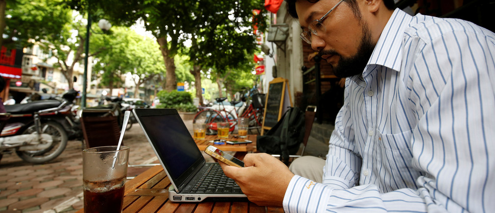 Vietnamese activist Anh Chi searches internet at Tu Do (Freedom) cafe in Hanoi, Vietnam August 25, 2017. Picture taken on August 25, 2017. REUTERS/Kham - RC1994770400