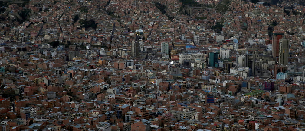 A view of La Paz city at sunset in Bolivia, April 19, 2017.  REUTERS/David Mercado - RTS131ZZ