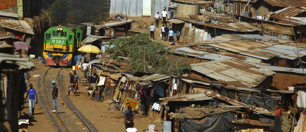 A train passes through the Kibera slum of Kenya's capital Nairobi February 26, 2015.   REUTERS/Darrin Zammit Lupi (KENYA - Tags: SOCIETY CITYSCAPE TRANSPORT) - RTR4RC5F