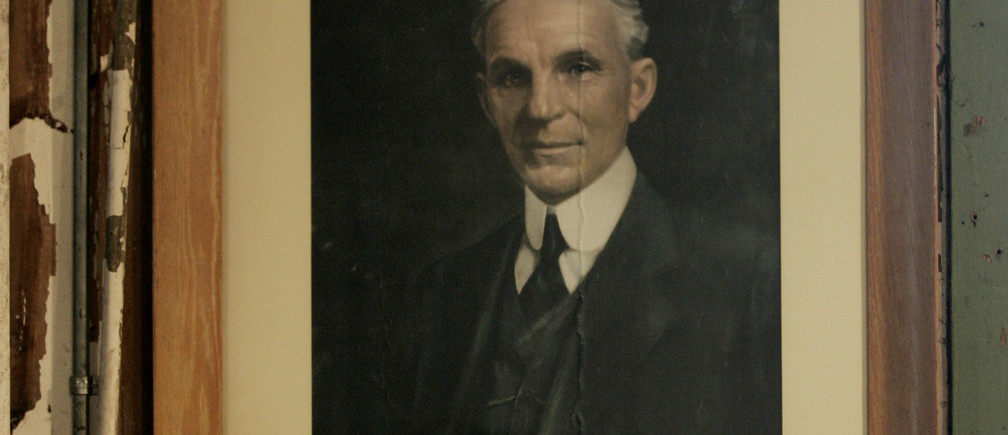 A portrait of company founder Henry Ford hangs in the historic Piquette factory in Detroit, Michigan, January 5, 2007.   REUTERS/Gary Cameron  (UNITED STATES) - GF2DUICFTEAA
