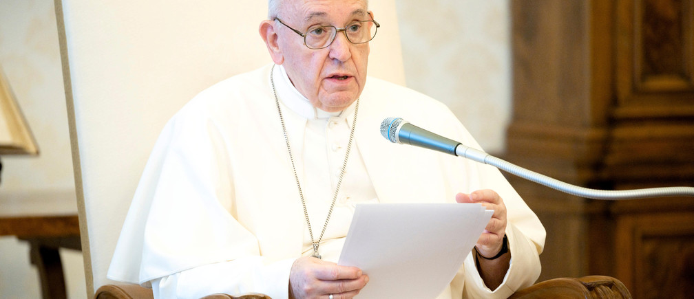 """Pope Francis speaks during his weekly general audience after giving a message to people of the United States, honouring George Floyd and saying """"no one can turn a blind eye to racism"""", in this still image taken from video at the Vatican, June 3, 2020. Vatican Media/Handout via REUTERS ATTENTION EDITORS - THIS IMAGE WAS PROVIDED BY A THIRD PARTY. - RC2N1H96JZYO"""