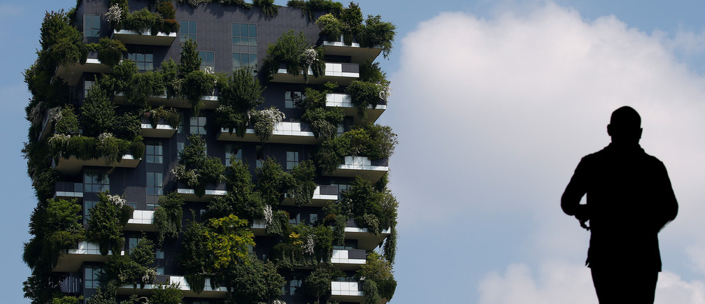 "The ""Bosco Verticale"" (Vertical Forest) residential tower in the Porta Nuova district is seen in Milan, Italy, May 18, 2018. REUTERS/Stefano Rellandini - RC1456368DB0"