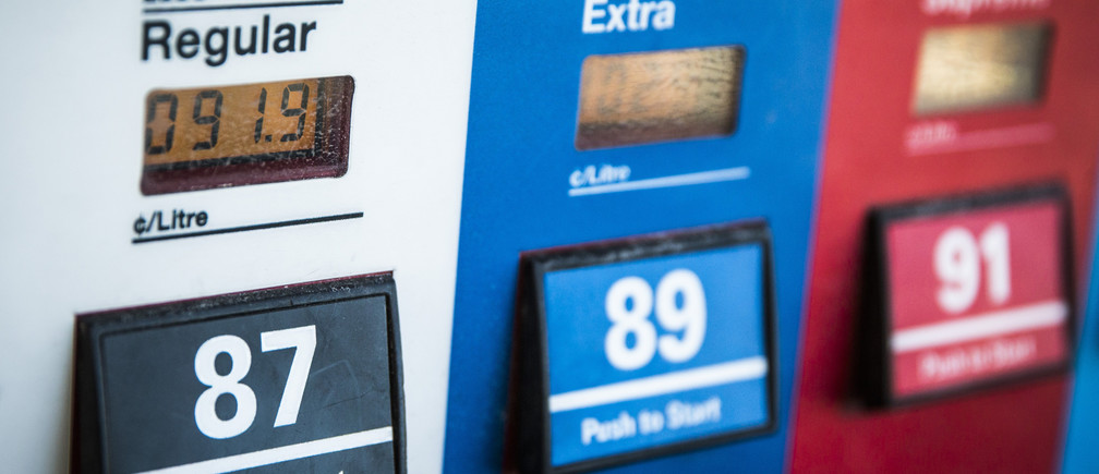 "An Esso gas pump displays the price of fuel at 91.9 cents CAD ($0.72) per litre in Richmond Hill, Ontario, January 30, 2015. Canada's No. 2 integrated oil producer and refiner Imperial Oil Ltd said on Wednesday it is considering selling 475 company-owned Esso gas stations. The rest of the company's 1700 Esso-branded retail fuel sites in Canada are already owned and operated by third parties, in what the company describes as the ""branded wholesaler model"".   REUTERS/Mark Blinch (CANADA - Tags: ENERGY BUSINESS COMMODITIES TRANSPORT) - GM1EB1V0C3H01"