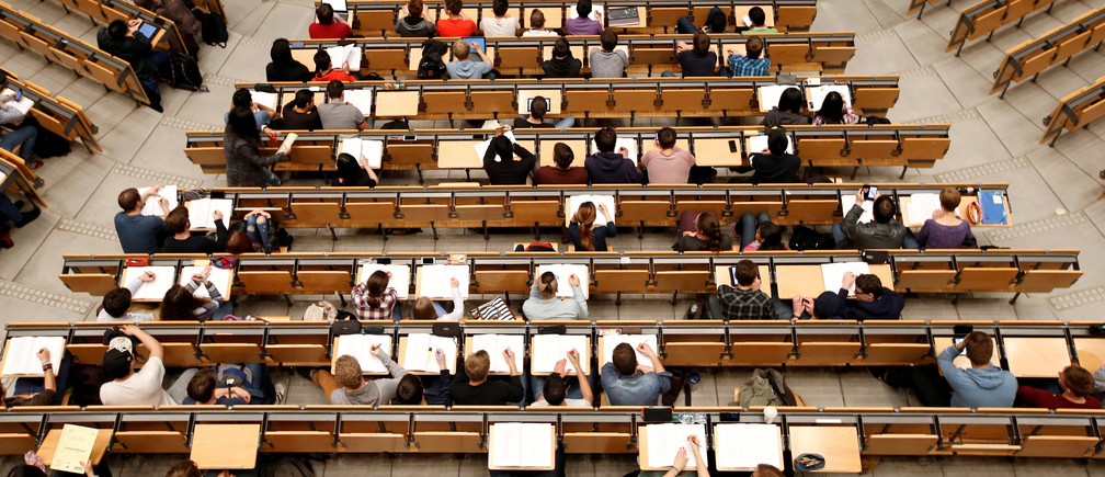Students attend a lecture in the auditorium of Technical University of Munich 'Technische Universitaet Muenchen' TUM in Munich, Germany, May 25, 2016.    REUTERS/Michaela Rehle/File Photo - RTX2G5MT